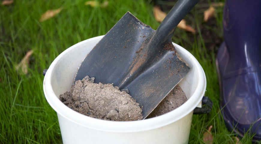 Ведро и лопата